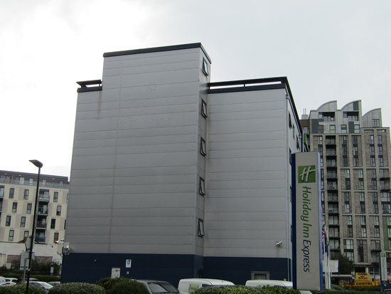 Holiday Inn Express London Royal Docks - Docklands: Not the prettiest of hotels!