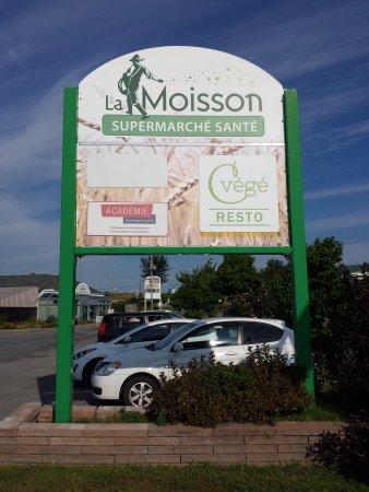 Sainte-Therese, Canada: Inside La Moisson Supermarché Santé