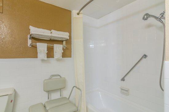 Shawnee, OK: Handicap Accessible Bathroom - Non Smoking Kingsize Bedroom