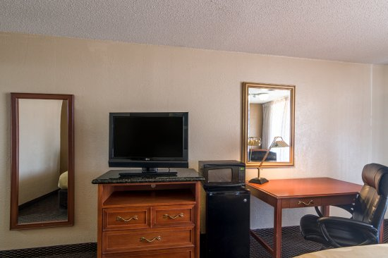 Shawnee, OK: Rooms with Free Wi-Fi & Premium Movie Channels