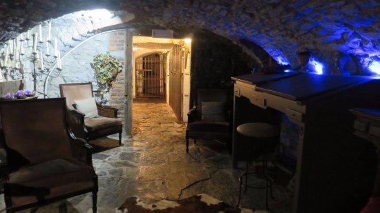 Rochefort, Belgique : Un passage par les caves et nous retournons qq siècles en arrière