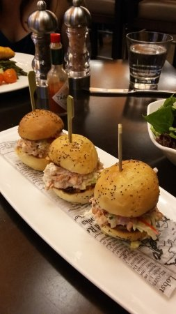 Harbourstone Sea Grill & Pour House: Lobster sliders