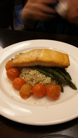 Harbourstone Sea Grill & Pour House: Apricot lemon Glazed Salmon
