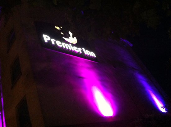 Premier Inn Norwich City Centre (Duke Street) Hotel: Pretty at night