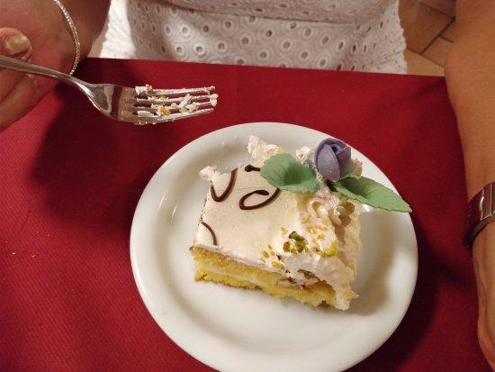 Rescaldina, Italia: torta pan di spagna e ricotta: secca