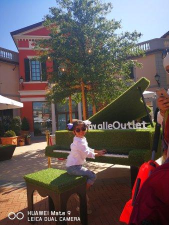 Serravalle Scrivia, Italien: تسوق رائع