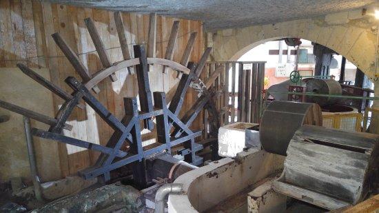 Couze-et-Saint-Front, France: machine du XVIIe