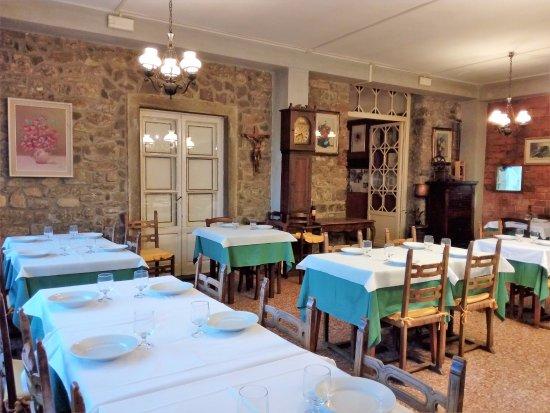 Fivizzano, Itália: Così si presenta la sala ristorante interna