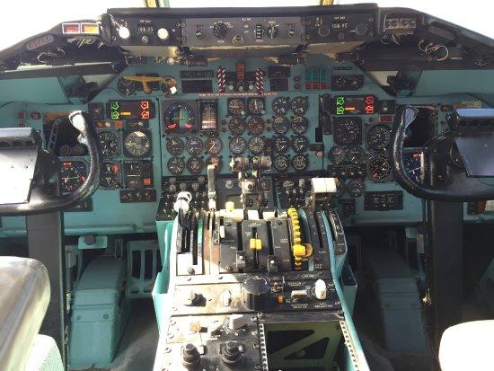 Somma Lombardo, Italy: Cockpit DC9-30 Areonautica militare