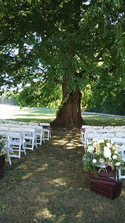 Victoria, VA: Setting up for the ceremony