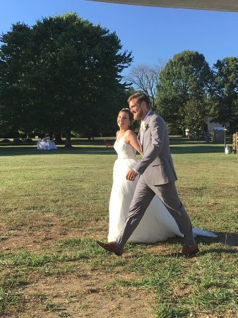 Victoria, VA: Introduction of the bride and groom