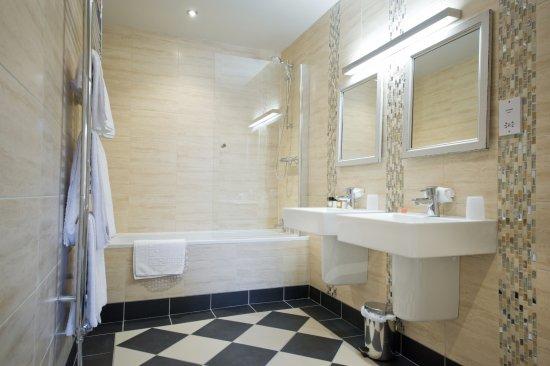 Kind Deluxe Bathroom Picture Of The County Hotel Hexham Tripadvisor
