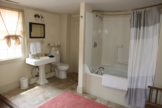 Old Saybrook, CT: The Suite