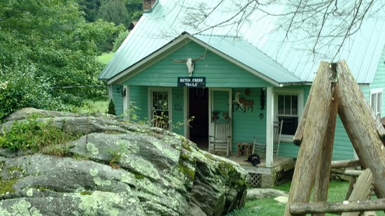 Vilas, Carolina del Norte: Farm house which is your check-in spot
