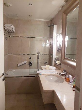 salle de bains - picture of hotel renoir, cannes - tripadvisor - Image Salle De Bains