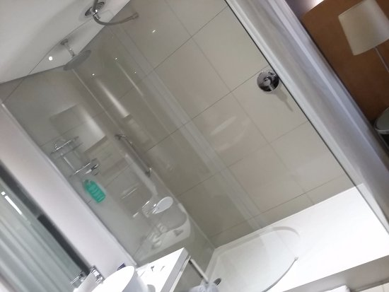 Protea Hotel by Marriott OR Tambo Airport: ....shower