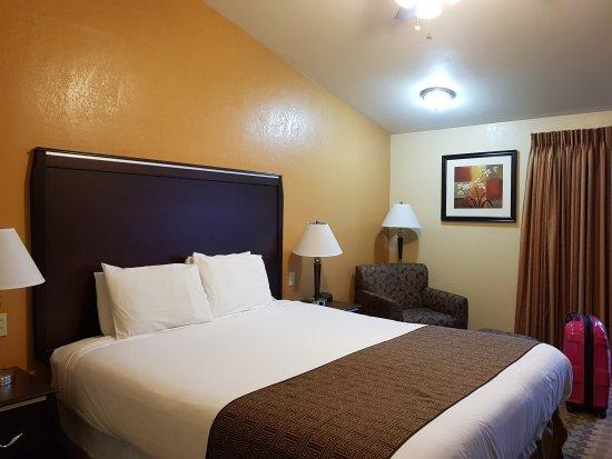 Silver Surf Motel: 20170814_192610_large.jpg