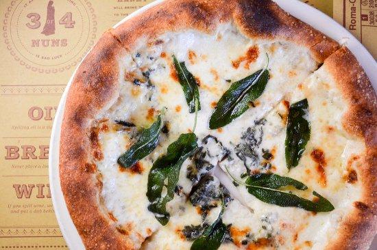 Pizzeria Mozza: Pizza... damn good pizza.