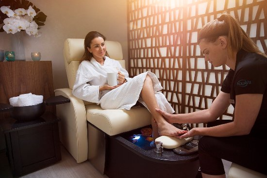 The Westgate Hotel: AquaVie Spa offering relaxing pedicures for guests.