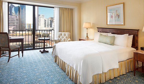 The Westgate Hotel: King bed with views of downtown and Gaslamp Quarter