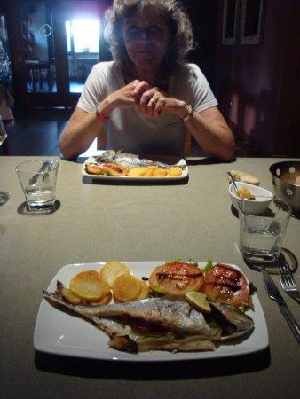 Friol, España: Dinner: Lubina, tom, pots