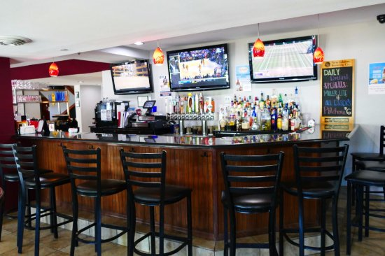 Cross Plains, WI: Enjoy our full bar!
