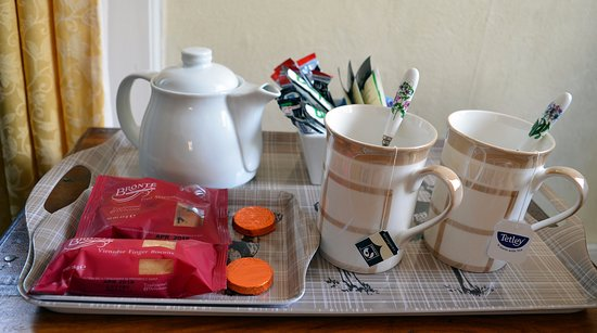 Lochearnhead, UK: A welcome of tea and cookies.