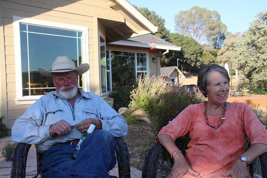 โกรฟแลนด์, แคลิฟอร์เนีย: Our hosts Deborah & [cowboy] Kevin