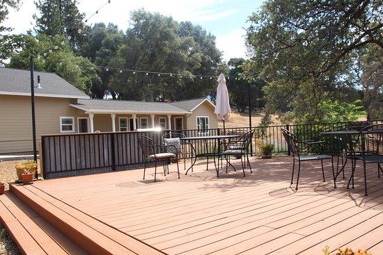 โกรฟแลนด์, แคลิฟอร์เนีย: the new rooms beyond the patio