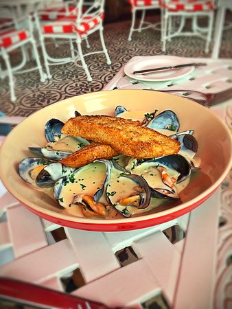The Oyster Box: Fresh Mussels