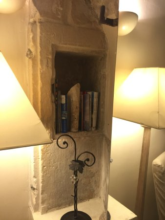 Mon Hotel Particulier: Stone bookcase