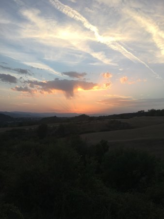 Vicchio, Italy: Stunning sunset views