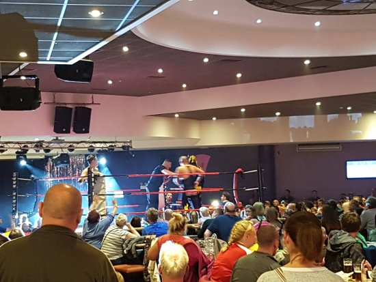 Thorpe Park Holiday Park - Haven: Wrestling match in the Show Bar