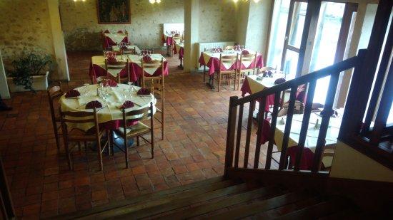 Le Roman des Saveurs: Restaurant très agréable, service de qualité, serveuses et serveurs agréables. Le repas un délic