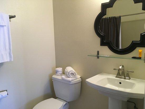Rancho Palos Verdes, CA: Guest Bathroom