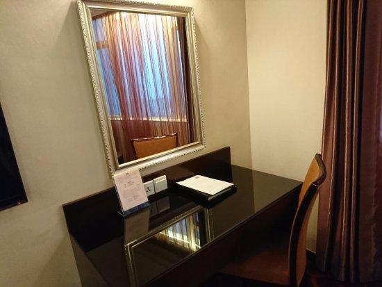 Hotel Taipa Square: 大抵の形状のプラグが仕えるアウトレット付きです。