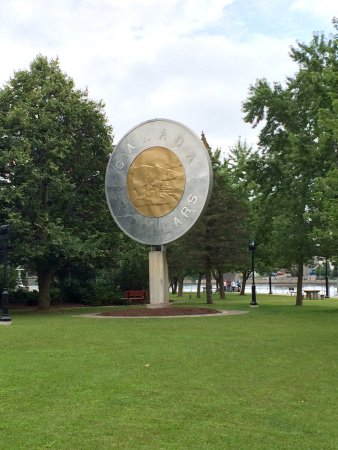 Campbellford, Canada: Toonie monument from ar