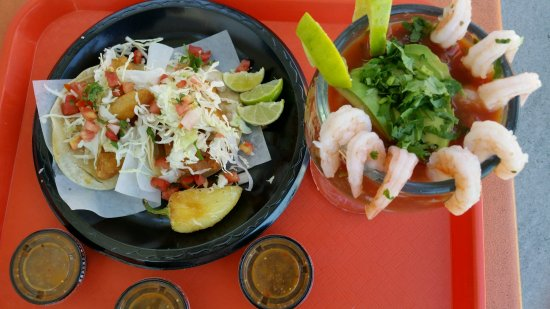 Azusa, CA: On the left shrimp tacos and on the right shrimp tacos
