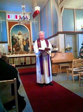 Frøya, Norge: Sula kapell er et flott kirkested å holde bryllup, barnedåp og konserter.