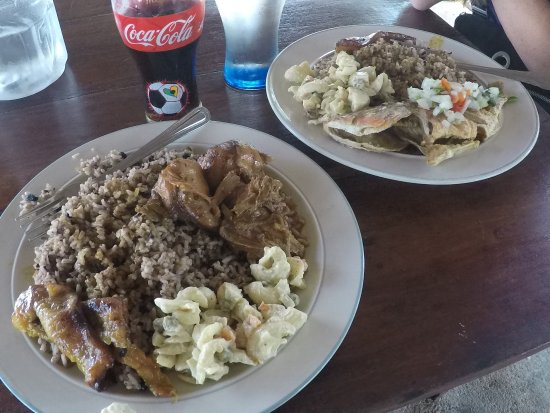 Hopkins, Belize: Fish and Chicken