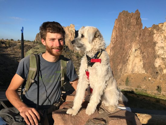 Terrebonne, ออริกอน: Chockstone guide Matt and our dog, early morning start