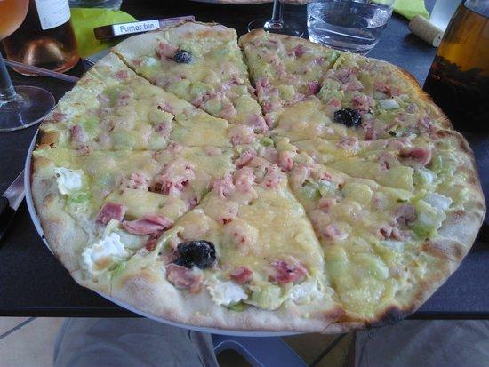 Carte Pizza Leurope Joyeuse.Pizza Joyeuse Grande Photo De Hotel De L Europe Joyeuse