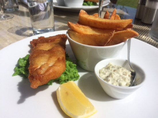 The Royal Hotel Restaurant : Small fish and chips