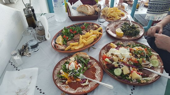 Agios Prokopios, Greece: Everything served in this TAVERNA is a product of Naxos. Especially the world renowned potatoes.