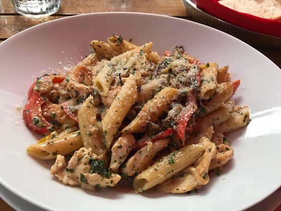 Potemkin : Penne with chicken strips in a light cream sauce