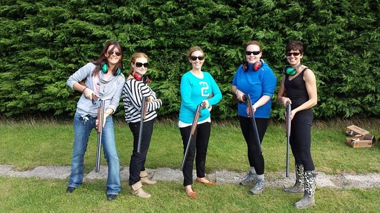 Clane, Ирландия: Hen Party out enjoying some Clay Pigeon Shooting