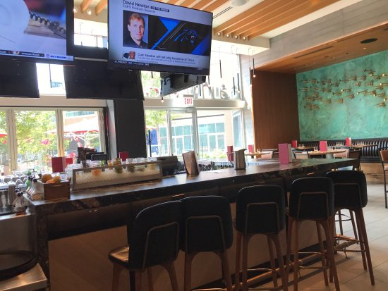 Photo1 Jpg Picture Of Earls Kitchen Bar Chicago