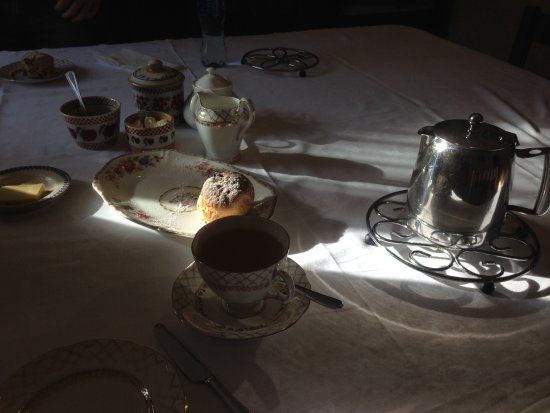 Tinahely, Ireland: Afternoon tea at the dining room (common room)