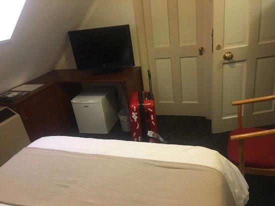 Stellenbosch Hotel: Je kan he koffer niet tegelijk opendoen, te weinig ruimte