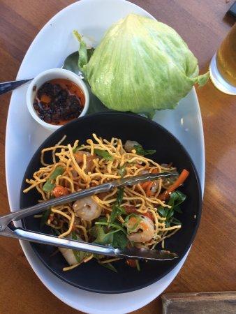 Coquitlam, Canada: Lettuce wraps w/ shrimp